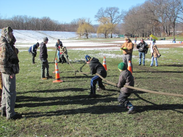0906 Winter Fun Day 2013 Tug-O-War